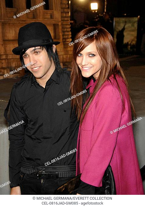 Pete Wentz, Ashlee Simpson (wearing a Topshop coat) at arrivals for L.A. Premiere of CLOVERFIELD, Paramount Pictures Lot, Los Angeles, CA, January 16, 2008