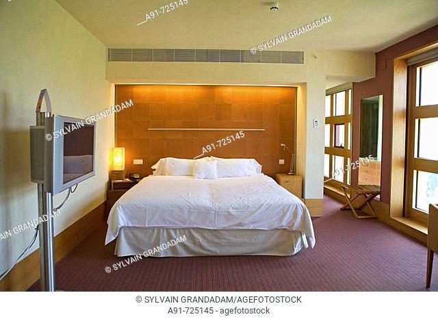 Sheraton Hotel by Mexican architect Ricardo Legorreta, Bilbao. Biscay, Basque Country, Spain