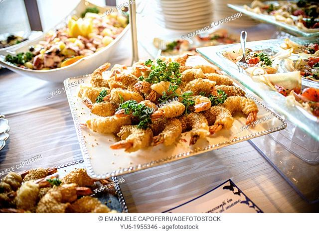 Fried shrimps with sesame
