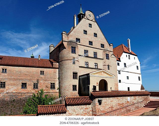 Burg Trausnitz ist ein markantes Wahrzeichen oberhalb der niederbayerischen Stadt Landshut / Trausnitz Castle is a famous landmark at Landshut at Lower Bavaria