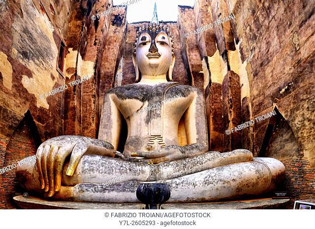 Large seated Buddha in Wat Si Chum, Sukhothai, Thailand