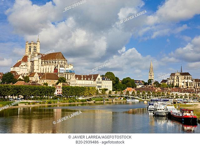 Cathedrale Saint-Etienne, Yonne river, Auxerre, Yonne, Burgundy, Bourgogne, France, Europe