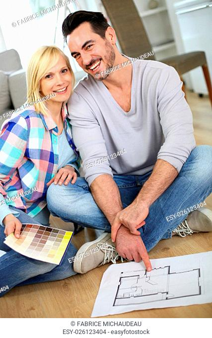 Couple at home ready to remodel the rooms