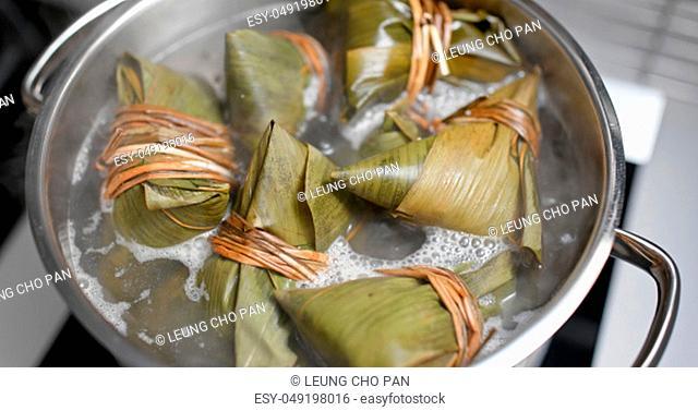 Rice dumpling cook at home