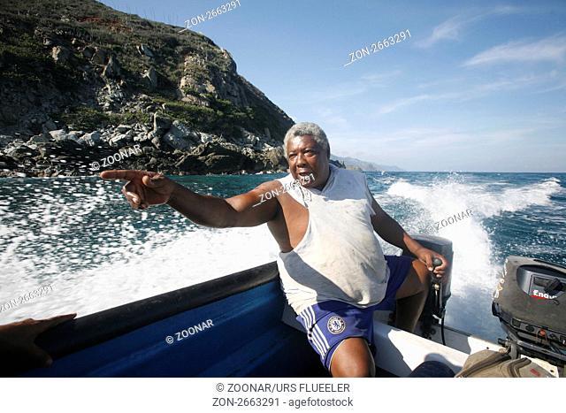 Suedamerika, Karibik, Venezuela, Nord, Chuao, National Park Hanri Pittier, Dorf, Cacao Dorf, Kakao Dorf, Beach, Strand, Boot, Taxiboot, Baustein Transport