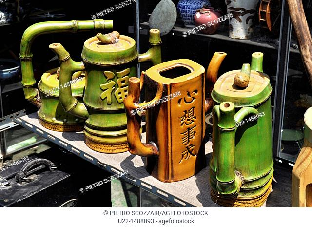 Seoul (South Korea): bamboo tea pots sold in the 'antique alley' of Insadong