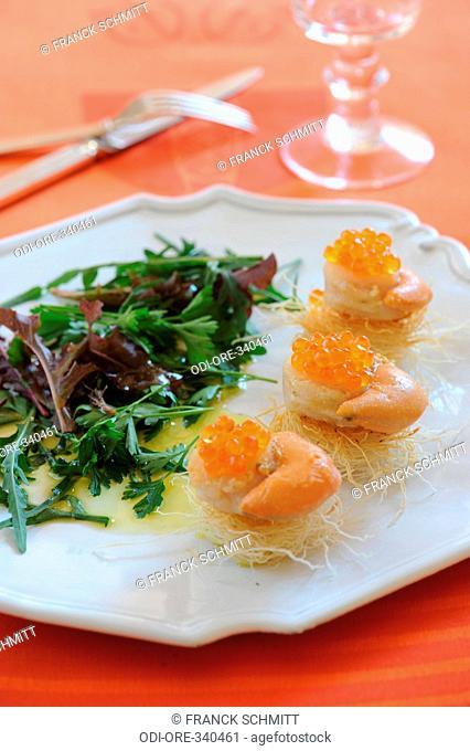 Scallops with salmon eggs