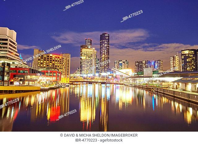 Skyline, skyscrappers at the Yarra river at night, City Centre, Melbourne, Victoria, Australia