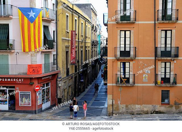 Spain, Catalonia, Street of Tarragona city, Estelada (pro-independence flag)