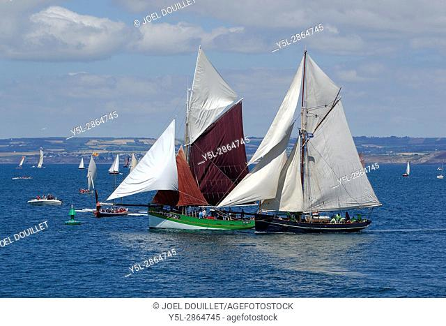 Sant C'hireg : replica of a sailing lobster, early 20th century. Built in 1986, Noirmoutier island, Vendée, FR, home port : Perros Guirec, Brittany, Fr