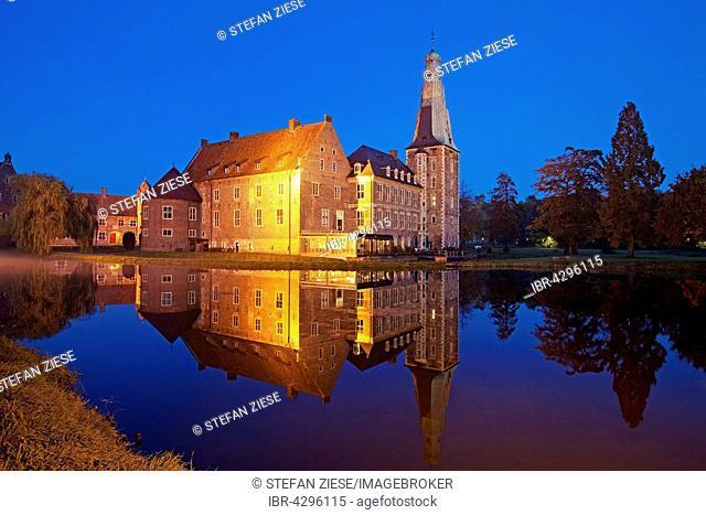 Raesfeld Moated Castle at dusk, Hohe Mark Nature Park, Westmünsterland, Münsterland, North Rhine-Westphalia, Germany