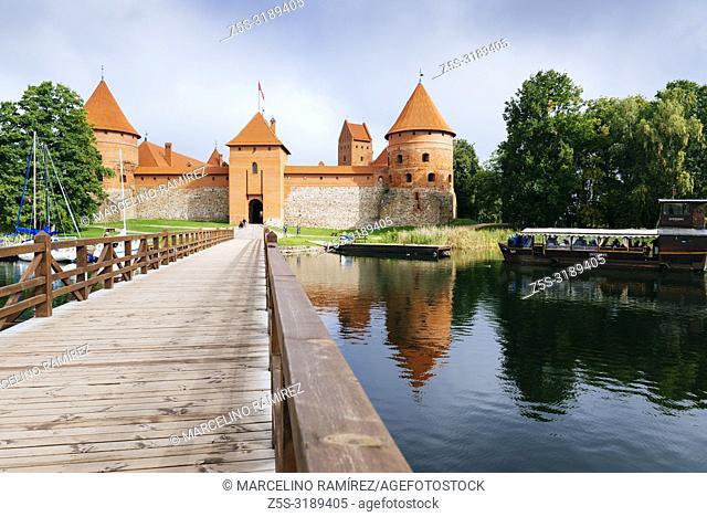 Bridge and Castle of Trakai. Trakai, Vilnius County, Lithuania, Baltic states, Europe