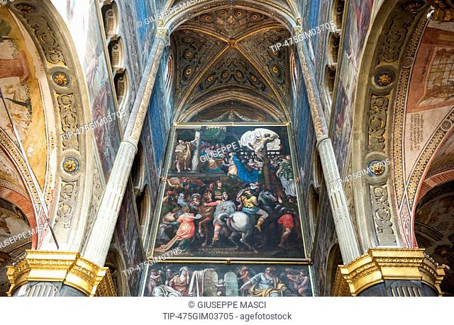 Italy, Lombardy, Cremona, interior of the cathedral with frescoes by various artists of the sixteenth century