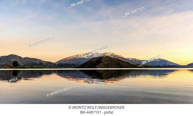 Sunrise, morning atmosphere, mountains reflected in Wanaka Lake, Rocky Peak, Glendhu Bay, Otago, Southland, New Zealand