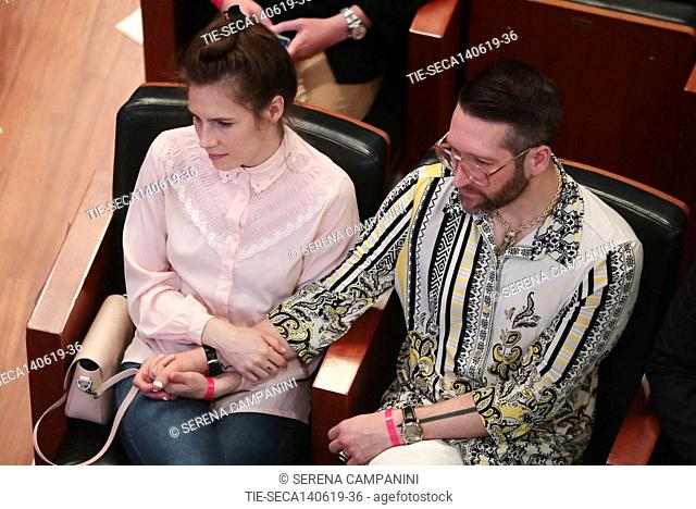 Amanda Knox (L) and her boyfriend Christopher Robinson (R) attend the conference of the Criminal Justice Festival at the University of Modena, Italy