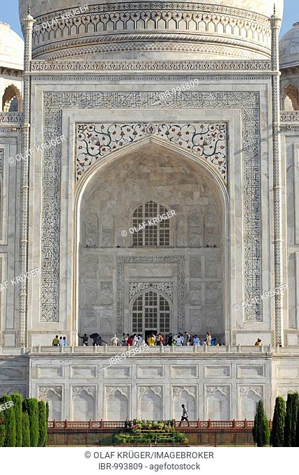 Front of the mausoleum of the Taj Mahal, Agra, Uttar Pradesh, North India, India, Asia