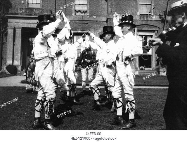Bidford Morris Dancers, Redditch, Worcestershire, 2 June 1906. John Robbins (playing the fiddle), Edward Salisbury, Herbert Smith, John Smith, Alfred Bott