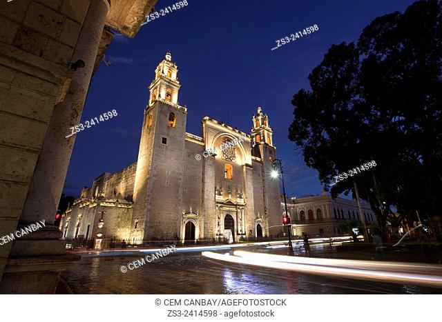 Catedral de San Idelfonso. S. XVI.-Cathedral of San Idelfonso by night, Merida, Yucatan Province, Mexico, Central America