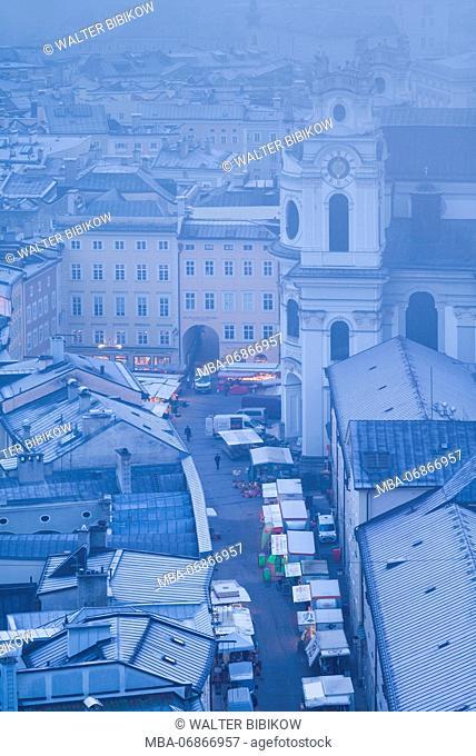 Austria, Salzburgerland, Salzburg, elevated city view in winter fog