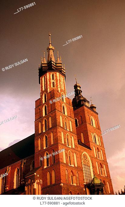Kosciol Mariacki (St. Mary's Church, B.1220). Rynek Glowny. Krakow. Poland