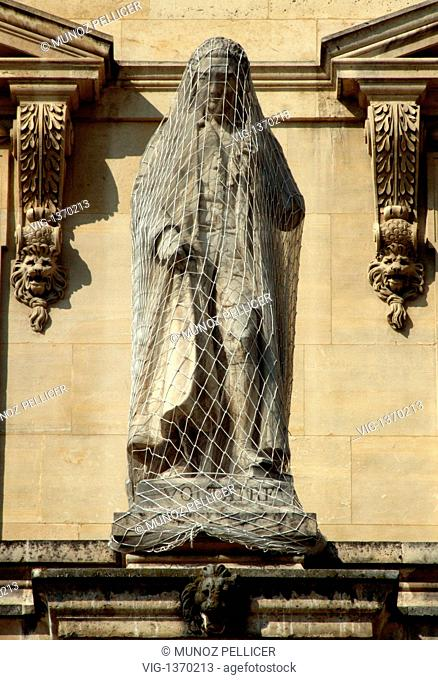 FRANCE, PARIS, 01.05.2007, Statue of French philosopher Francois-Marie Arouet , better known by his pseudonym VOLTAIRE, at the facade of The Louvre Museum -...