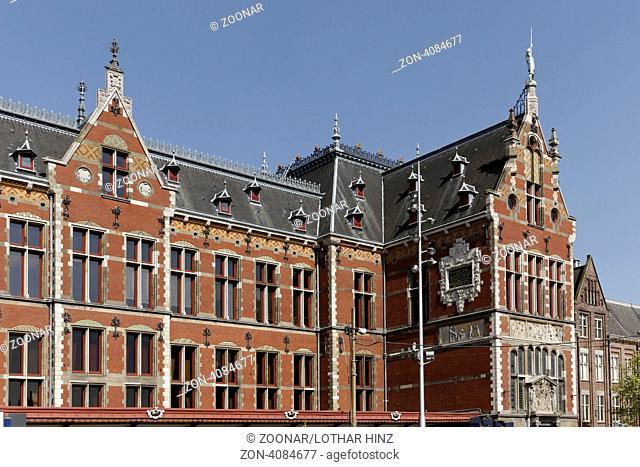 Amsterdam, Centraal Station, Hauptbahnhof - The Central Station Centraal Station in Amsterdam, Holland, Netherlands