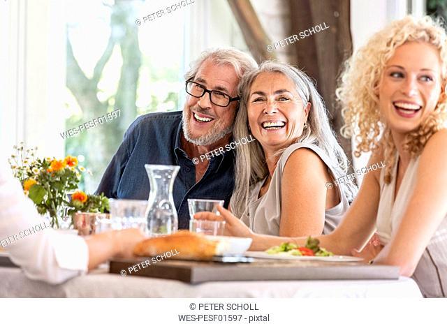 HapǬpy family celebrating together
