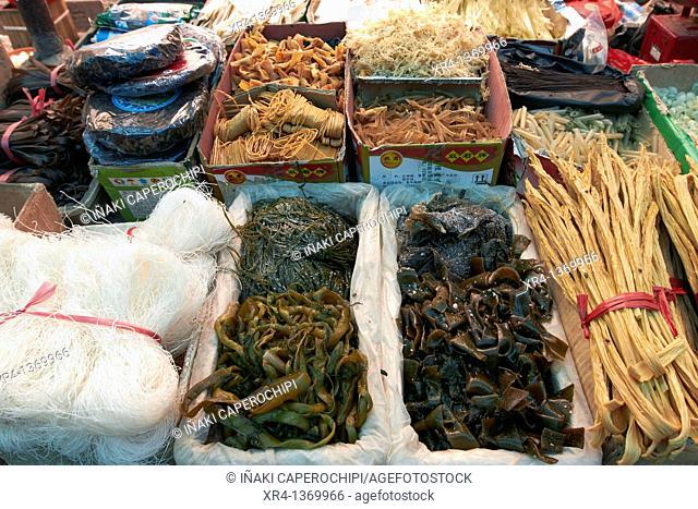 Put noodles, Market Rongjiang, Rongjiang, Guizhou, China