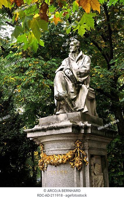 Justus Liebig memorial, Maximilans square, Munich, Bavaria, Germany, München, Maximilansplatz