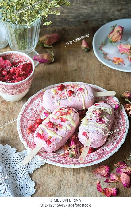 Strawberry ice creams with wild strawberries and rose petals