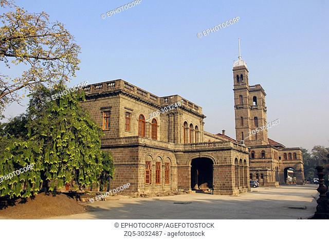 Savitribai Phule Pune University, Main building at Pune