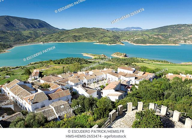 Spain, Andalucia, Cadix province, Zahara de la Sierra, Sierra de Grazalema Natural Parc, Zahara El Gastor lake and village on a promontory