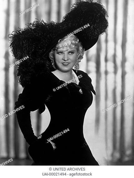 MAE WEST as Cleo Borden in 'Goin' to Town' (1935) / MAE WEST