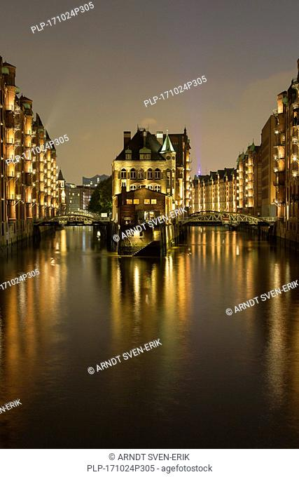 Wasserschloss / Water Castle at Holländischbrookfleet in the warehouse district in the Hafencity quarter, port of Hamburg, Germany