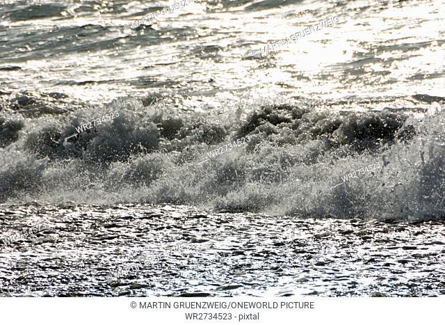 New Zealand, Taranaki, Tongaporutu, close-up of a wave