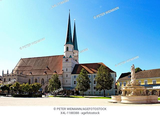 Collegiate, parish,church, late gothic, hall, from 1511, St  Philip and Jacob, Madonna Fountain at chapel square in Altoetting, Bavaria, Germany