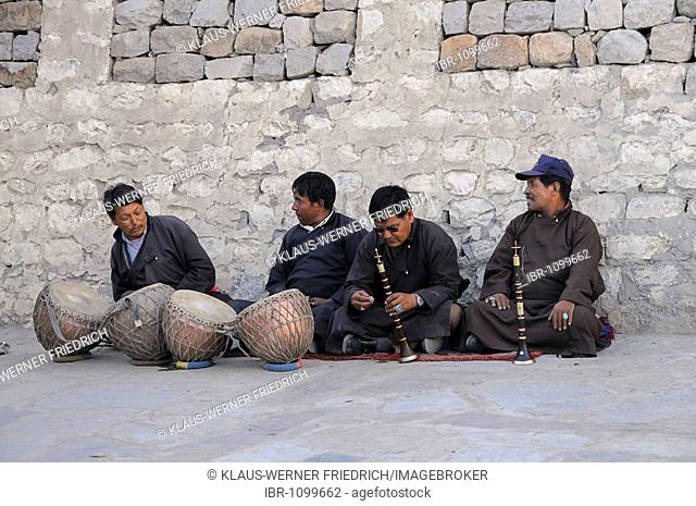 Traditional Ladakhi Orchestra in front of the palace in Leh, Ladakh, Northern India, the Himalayas, Asia