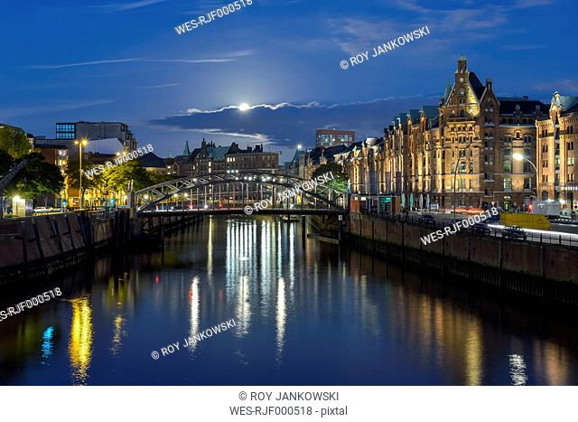 Germany,Hamburg, historical warehouse district, Speicherstadt in the evening