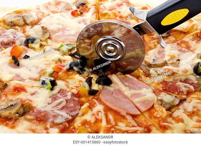 pizza with knife macro