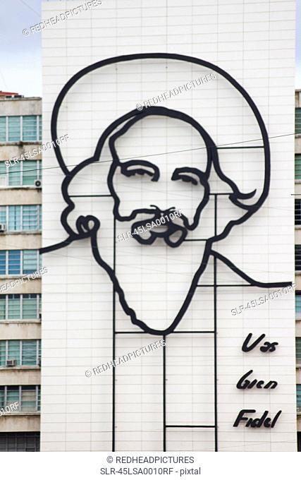 Sculpture of Fidel Castro on building