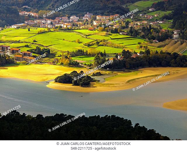Mouth of river Oka. Urdaibai estuary. Urdaibai Biosphere reserve. Mundaka. Basque Country. Vizcaya. Spain