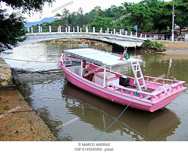 a pink boat at paraty waters