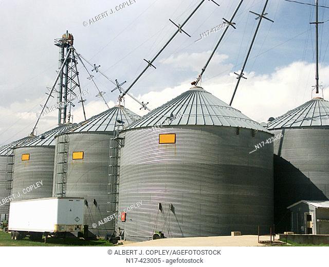 Modern grain storage bins and distribution pipes