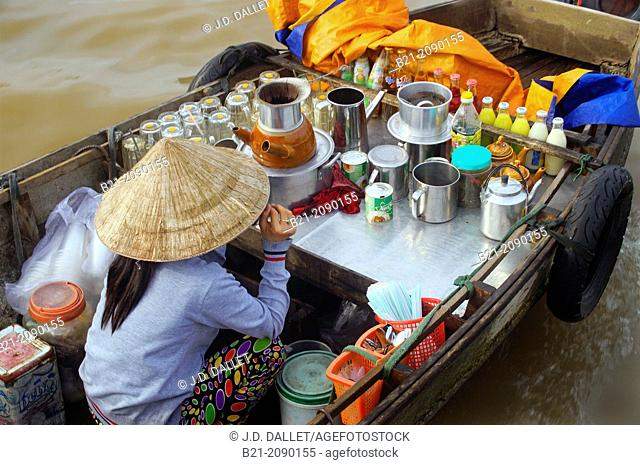 Vietnam. Delta of the Mekong river. Coffee shop at the floating market of Cái Rang