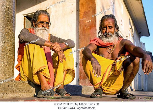 Two Sadhus sitting on the ground, holy men, Galtaji, Khania-Balaji, Jaipur, Rajasthan, India