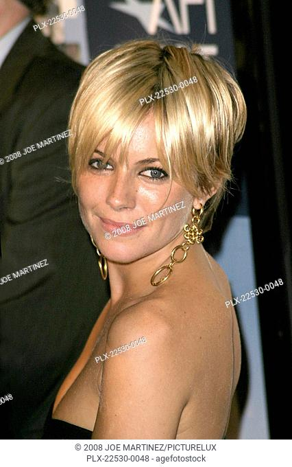 Casanova (Premiere) Sienna Miller 11-13-2005 / Cinerama Dome / Hollywood, CA / Touchstone Pictures / Photo by Joe Martinez