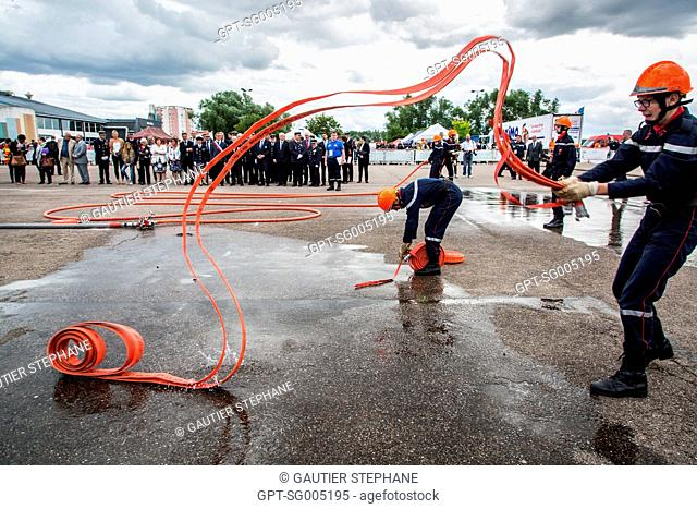 PUTTING IN PLACE THE HOSES, YOUNG FIREFIGHTERS' RALLY, RTN, 2016 NATIONAL TECHNICAL RALLY, VERDUN, MEUSE, FRANCE, EUROPE