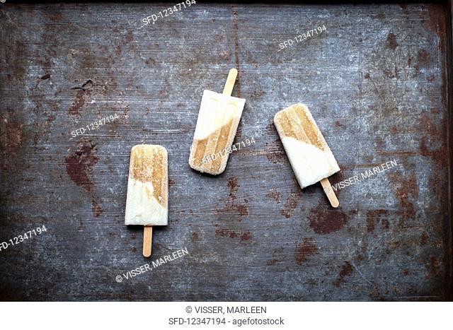 Pear ice lollies on sticks