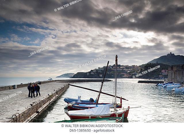 France, Languedoc-Roussillon, Pyrennes-Orientales Department, Vermillion Coast Area, Collioure, harbor view