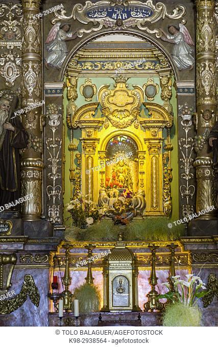 Mare de Déu de Bonany, una talla de madera que la tradición atribuye a la época medieval, sentada en una silla con el Niño Jesús sobre las rodillas